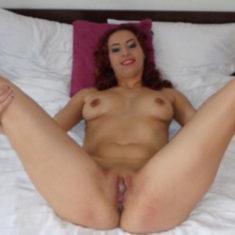 Versaute Amateur Schlampe HornyAlessys zeigt sich nackt im Internet